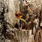 Etelli paauksuotas žiedas su gintaru